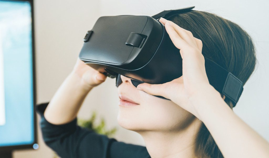 Dream Vision VR Virtual Reality Headset by Tzumi