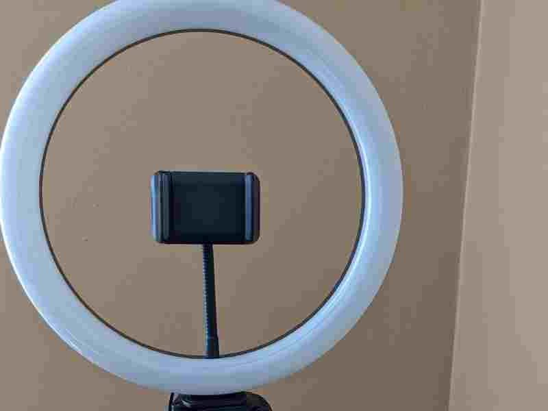 Tonor Ring Light With Stand - ring and holdeer